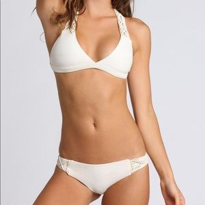 Mikoh Tuamotu Medium Cayman Large Bone White